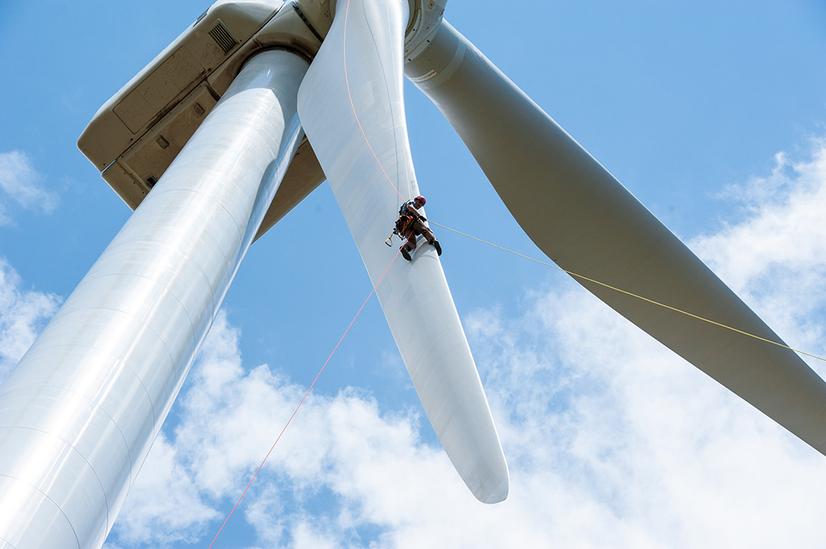wind-worker4_dennis-schroeder-nrel-1066.jpg