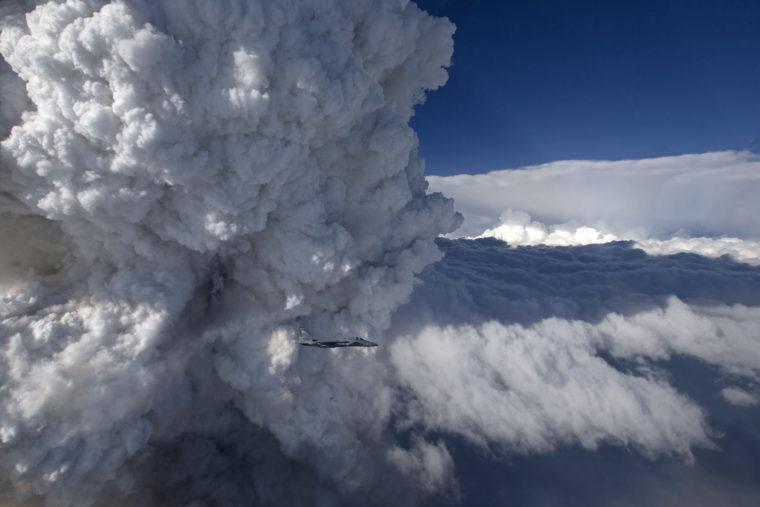 Pyrocumulus_cloud,_Beaver_complex_fire_2014