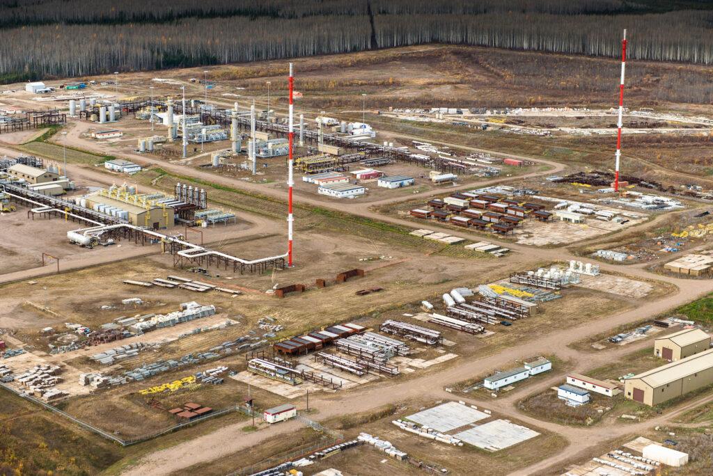 ©Garth Lenz BC LNG oil and gas facilities 2019 2234 1024x684.